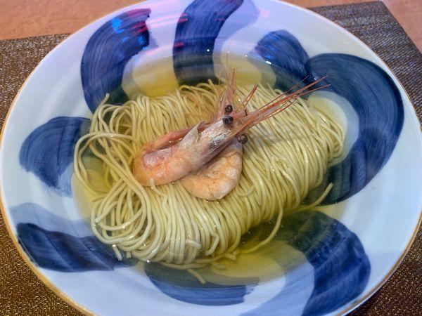 「本枯れと鶏節一番だし海老風味を添えたそばと鰤丼付き1000円」@柴崎亭の写真