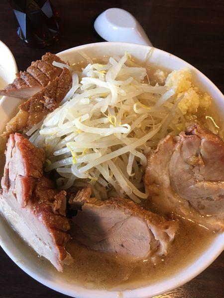 「豚増しラーメン+生卵」@ピコピコポンの写真