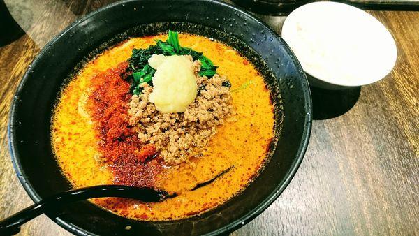 「地獄の担担麺(飢餓10辛・大盛)+ライス(ランチサービス)」@地獄の担担麺 護摩龍 藤沢店の写真