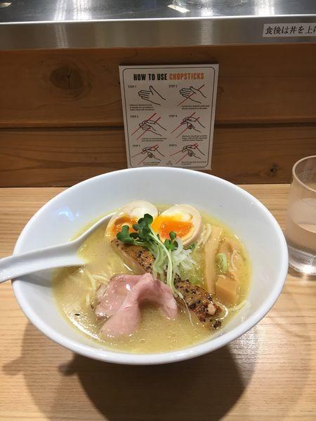 「鶏白湯そば 玉子トッピング」@麺場 二寅 秋津本店の写真