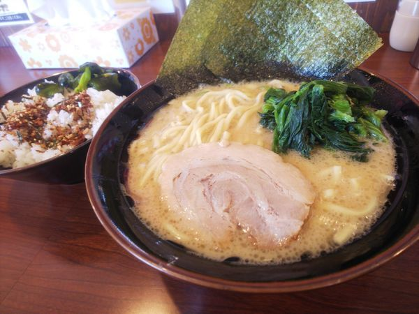 「豚骨醤油ラーメン(並) 680円」@横濱家系ラーメン 茜家の写真