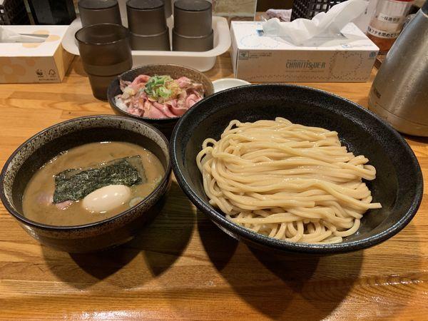 「煮干つけ麺 中盛り チャーシュー丼」@麺屋 ひな多の写真