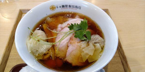 「ワンタン入り醤油チャーシュー麺」@らぁ麺 飯田商店の写真