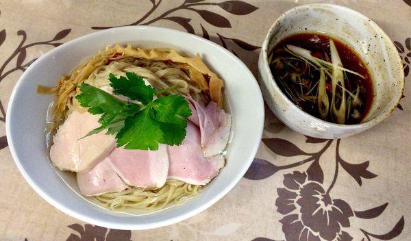 「三大地鶏出汁生揚醤油つけ汁+昆布水入りつけ麺」@小烏丸 ramen-laboの写真
