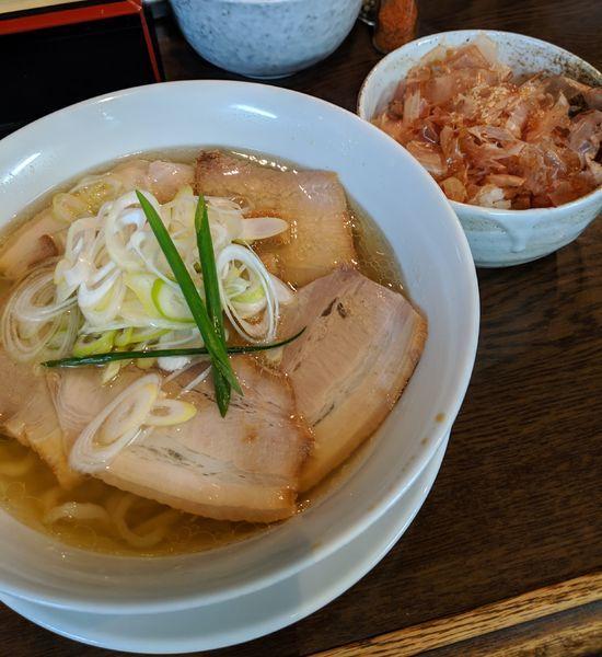 「イリコ塩750円+チャーシュー250円+カツオ飯150円」@手打ち麺 やす田の写真