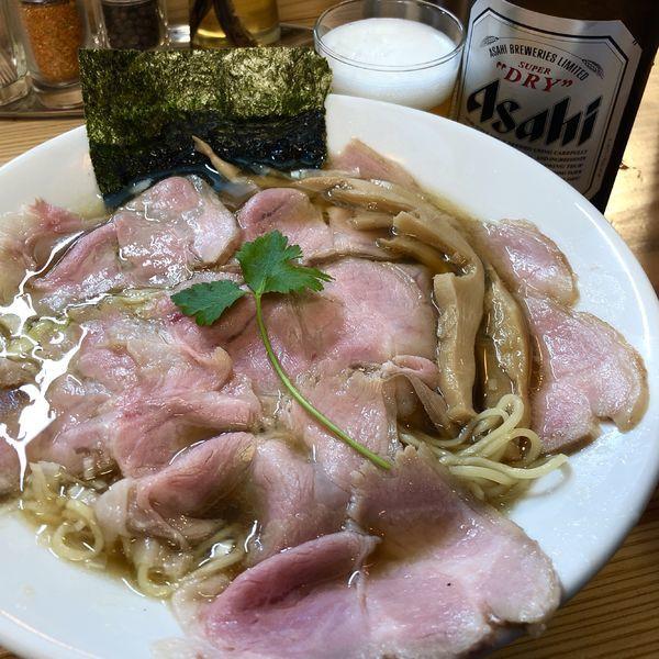 「花びら焼豚煮干し中華そば+瓶ビール」@純水煮干し中華そば 匠庵の写真