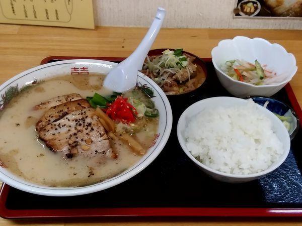 「とんこつ厚切りチャーシューメン830円+もつ煮セット450円」@ラーメンあやどの写真