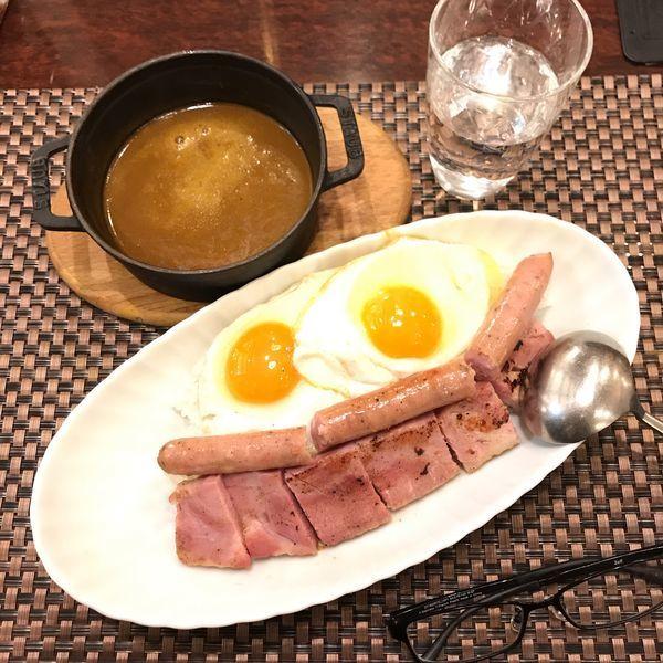 「ソーセージと厚切りベーコンエッグカレー(中辛)」@銀座咖喱堂 そごう横浜店の写真