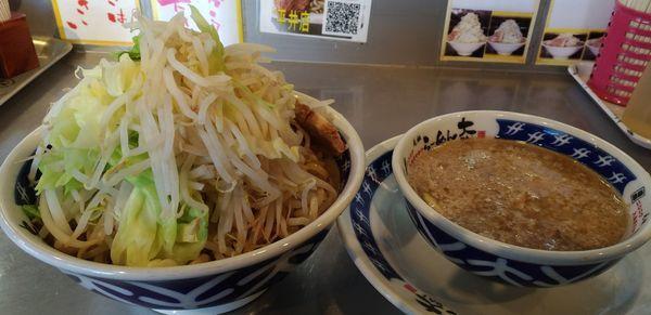 「つけ麺野菜マシニンニク」@らーめん大 平井店の写真