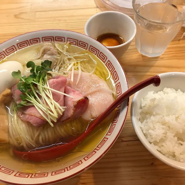 「(松)特級中華そば・うに醤油漬け卵黄ごはん」@自家製麺 くろ松の写真