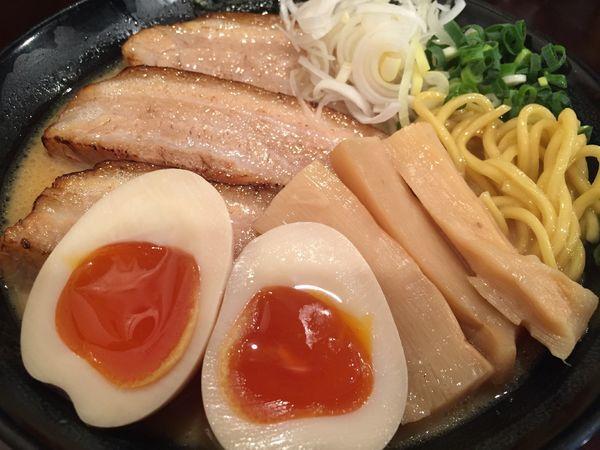 「濃厚鶏だしらーめん(790円)+炙りチャーシュー+味玉」@らーめんなが田の写真