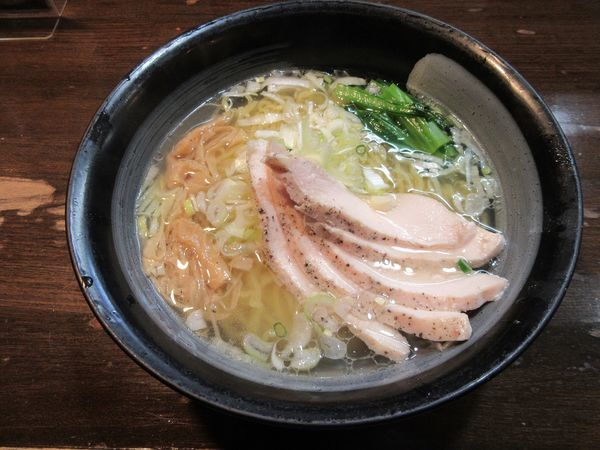 「鶏清湯中華そば・塩(650円)+鶏チャーシュー100円」@鶏々 TORIDORIの写真