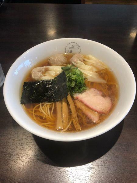 「肉ワンタン麺ハーフ 黒だし」@八雲の写真