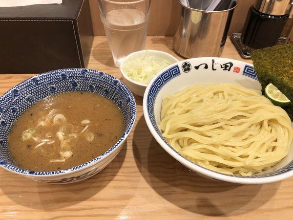 「濃厚つけ麺大盛り+ねぎトッピング」@つじ田 六本木店の写真