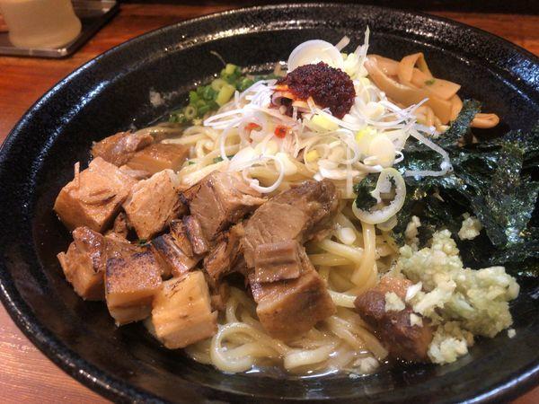 「肉増し油そば 900円」@麺や 燦虎の写真