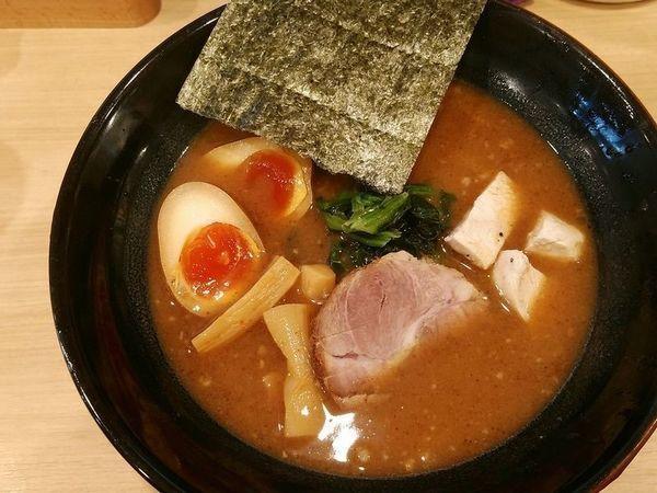 「味玉らーめん」@麺や わたる 亀戸天神店の写真