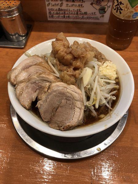 「小豚(アブラマシマシ、ヤサイ、ニンニク)」@麺屋穴場の写真