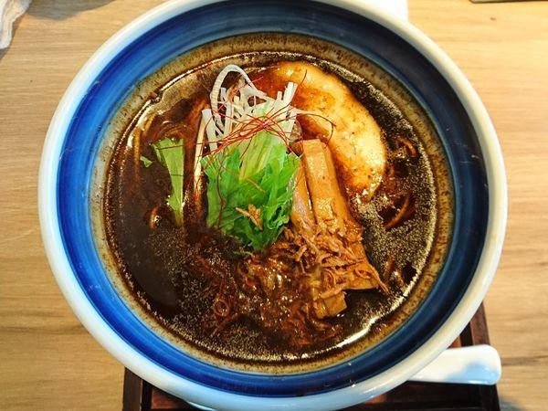 「辛味塩らーめん黒+替え玉」@麺や Co粋の写真