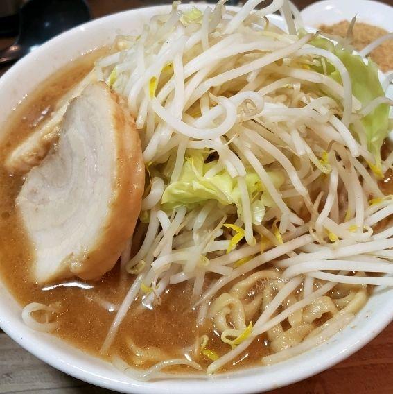 「ラーメン+豚まし+魚粉」@らーめんコジマル 東金店の写真