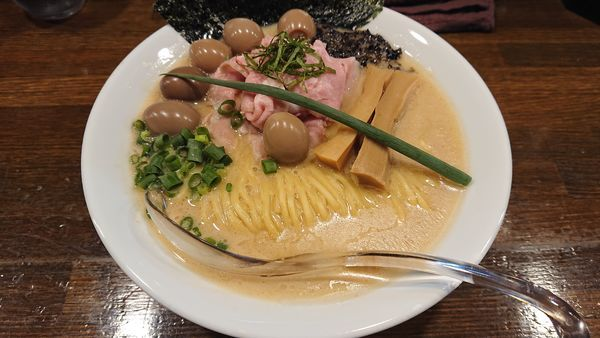 「鯛醤油らぁ麺650円 うずらの卵5個増し100円」@Soupmenの写真