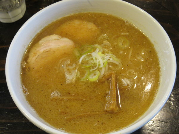 「豚骨醤油ラーメン(700円)」@らーめん ふらりの写真