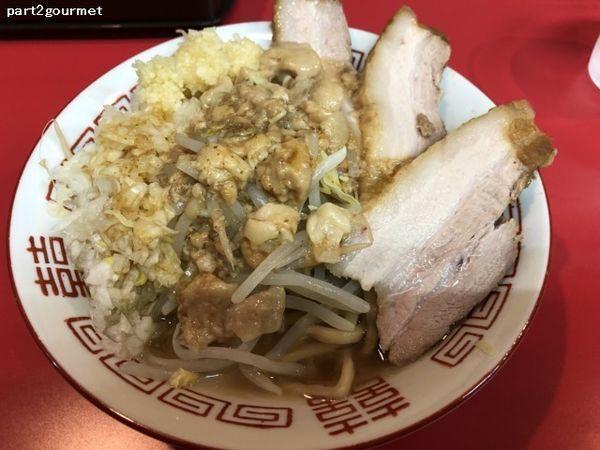 「小ラーメン+たまねぎ+豚1枚増し (950円)」@ラーメン山崎の写真