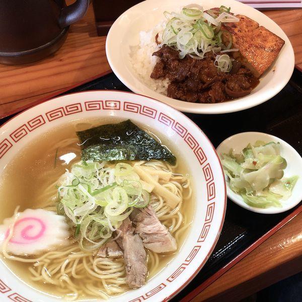 「【季節限定セット】中華そばと肉どうふ丼」@煮込み食堂 まるしばの写真