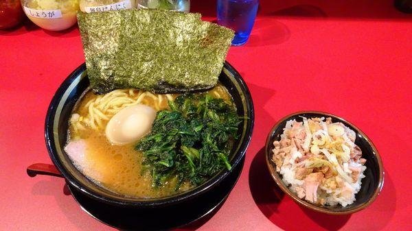 「ラーメンミニ丼セット(850円)+味付け玉子+ほうれん草増し」@家系ラーメン 稲葉家の写真