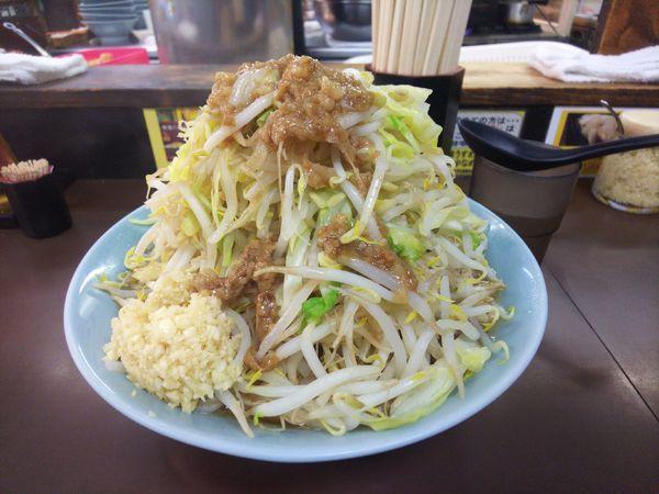 「中ラーメン、野菜半マシ、アブラ、ニンニクマシ」@立川マシマシ秘密工場の写真