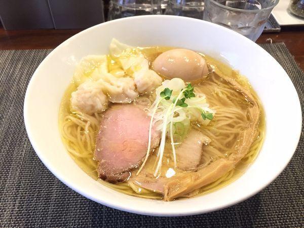 「塩らーめん ワンタン入り」@らぁ麺 やまぐち 辣式の写真