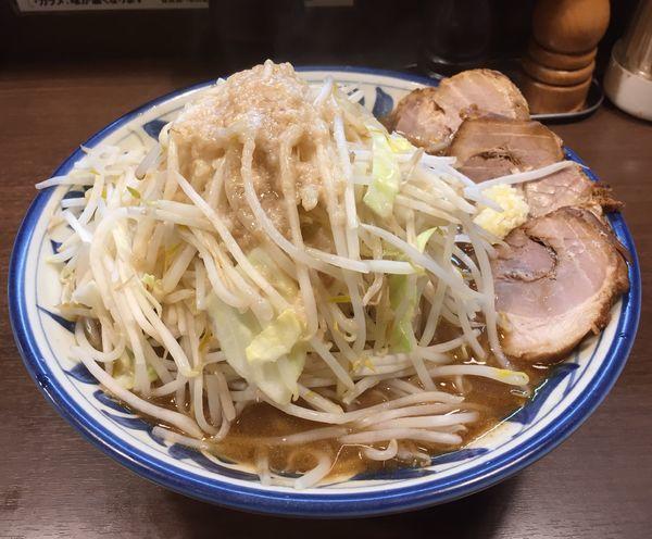 「大らーめん(ヤサイニンニクアブラ)+チャーシュー2枚」@豪麺MARUKOの写真