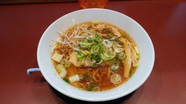 「黒胡椒とたっぷりネギの中華そば(醤油)¥780-+餃子」@麺童 豊香の写真