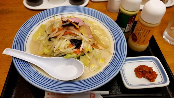 「野菜たっぷりチャンポン  ミドル」@長崎ちゃんぽん リンガーハット 横浜伊勢佐木モール店の写真