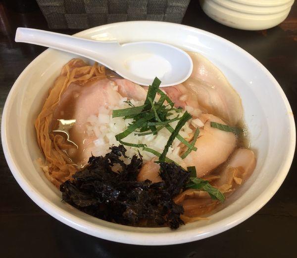 「にぼしらーめん+トッピングチャーシュー」@濃麺 海月の写真