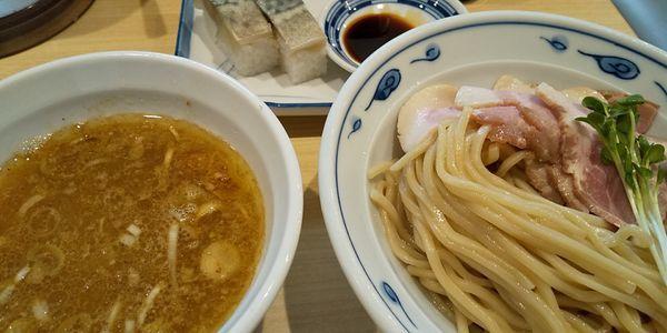 「さばつけ麺+さば寿司」@サバ6製麺所 南森町店の写真