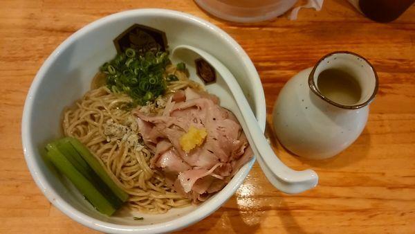 「縞鯵油そば」@真鯛らーめん 麺魚の写真