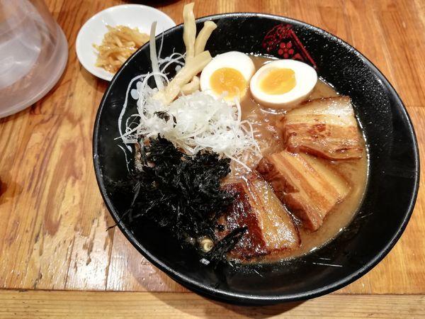 「とろ角煮豚骨醤油ラーメン」@金澤濃厚豚骨ラーメン 神仙 品達品川店の写真