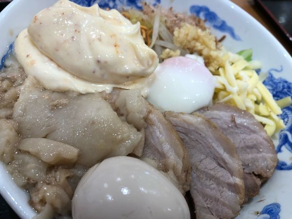 「まぜそば大盛 2豚増し」@ジャンクガレッジ イオン北戸田店の写真