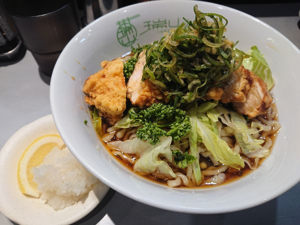 「【限定】油淋鶏のせ冷やしぶっかけラーメン850円+サービス」@中華蕎麦 瑞山(ZUIZAN)の写真