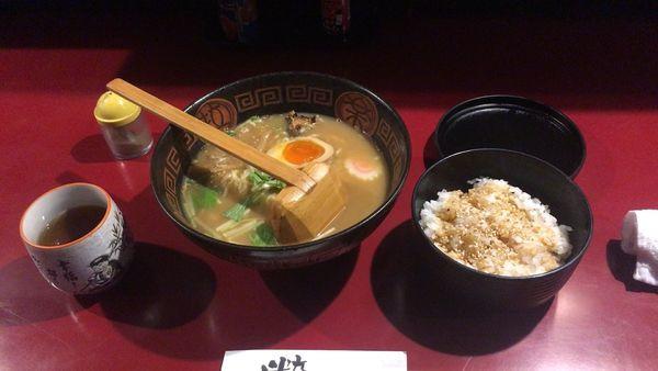 「鰻ラーメン(醤油)+鰻のタレ入り追い飯」@八べえの写真