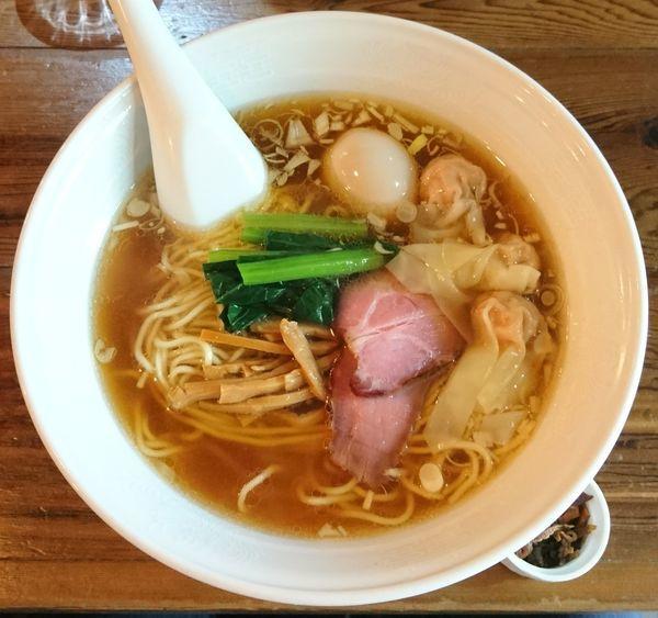「醤油ワンタン麺+味玉」@らーめん穀雨の写真