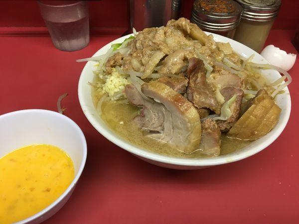 「小豚+玉子」@ラーメン二郎 桜台駅前店の写真