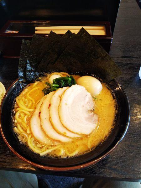 「豚骨醤油 スペシャルラーメン」@横浜家系ラーメン だるま家 葛西店の写真