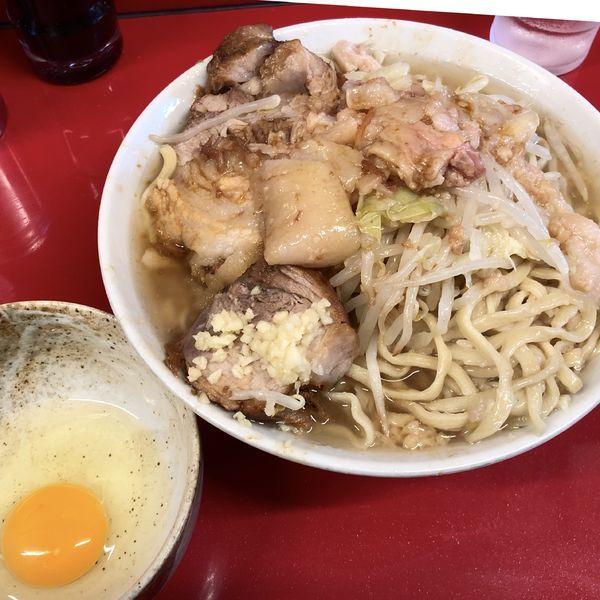 「ラーメン 小(ニンニク少し・アブラ)+玉子」@ラーメン二郎 西台駅前店の写真