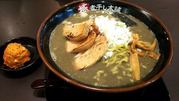 「極濃煮干し豚骨チャーシュー麺(大盛り) 辛玉」@極煮干し本舗 久喜店の写真