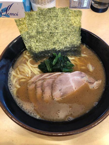 「チャーシュー麺並980円硬め濃いめ、ライス」@横浜家系らーめん 英 岐阜店の写真