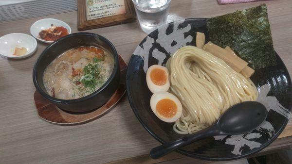 「辛とん大盛780円トッピングタマゴ」@越後つけ麺維新 大井町店の写真