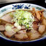 「こく煮干(中)+豚バラチャーシュー(980円)」@長尾中華そば 青森駅前店の写真