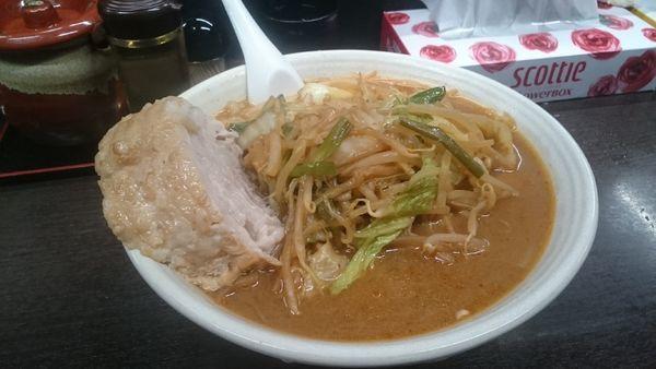 「味噌野菜麺・麺ジャンボ・チャーシュー1枚追加 ¥1130」@元祖旨辛系タンメン 荒木屋の写真
