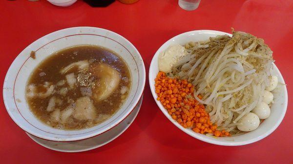 「つけ麺(850円)+うずら 野菜ニンニク辛揚げガリマヨ」@鷹の目 獨協大学前本店の写真